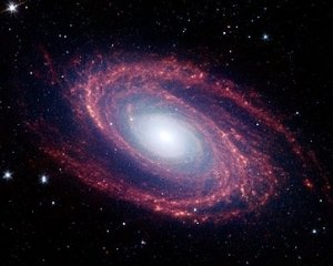 M81 (NGC 3031) image by Spitzer Space Telescope