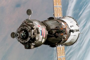 Soyuz TMA-6 spacecraft approaching the ISS