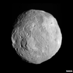 Vesta seen by Dawn from a distance of 41,000 km
