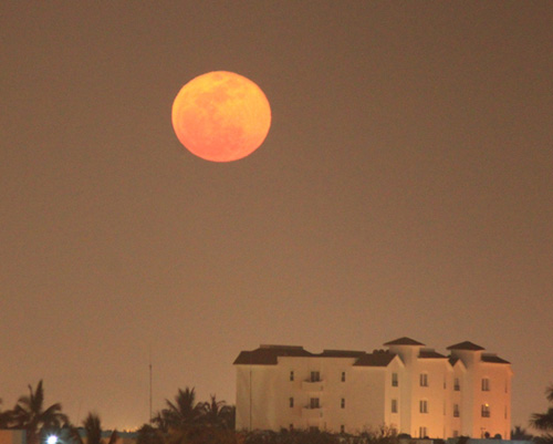 supermoon, photographed from Mazatlan, Mexico