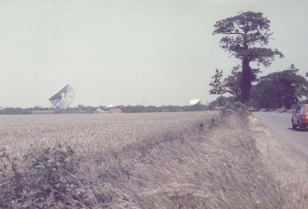 Jodrell Bank Mark IA (left) and Mark II (right) telescopes
