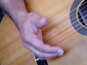 damping guitar strings